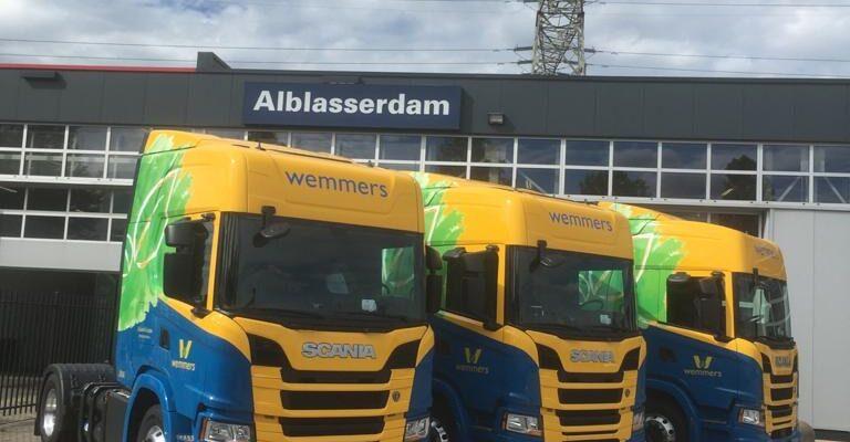 Wemmers Tanktransport verkleint ecologische voetafdruk met CNG Scania's signing door Korteland Reclame