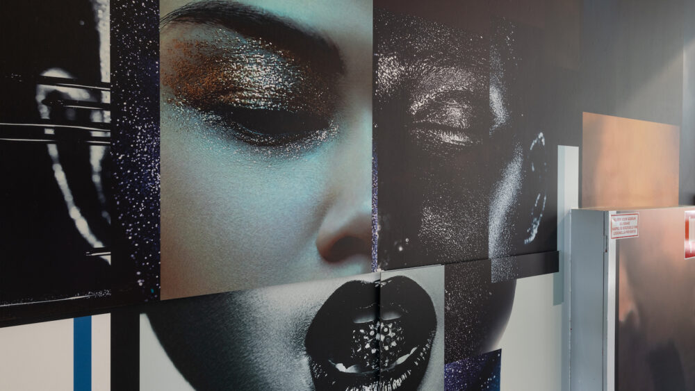 Korteland naadloos behang en folie gezicht zwart wit make up